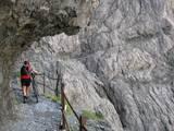 74 Nina in der Felsenroehre im Val D-Uina